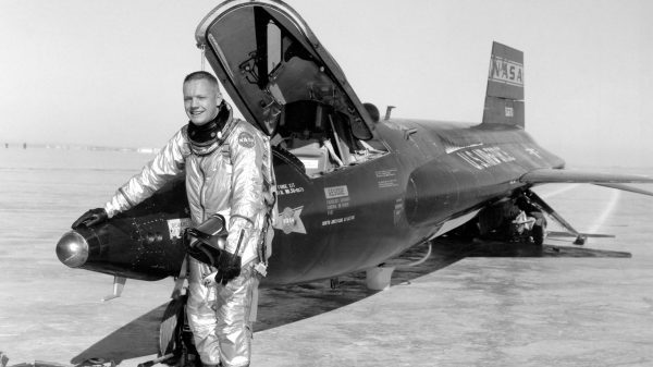 Neil Armstrong uz avion X-15-1. Javna Domena.