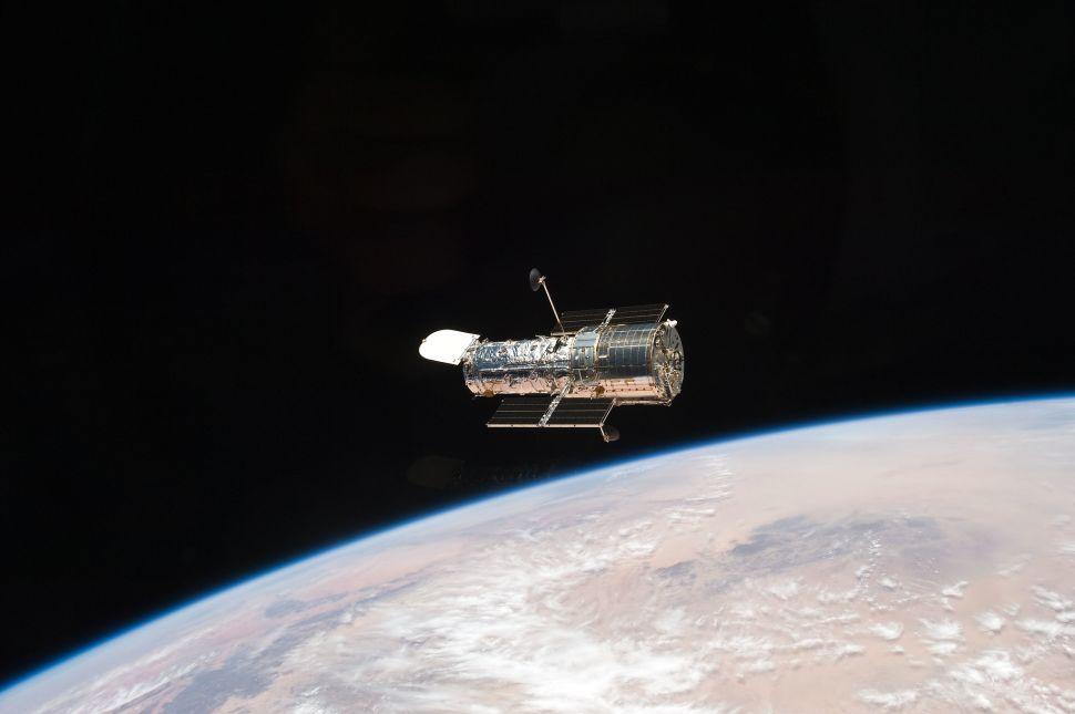 Svemirski teleskop Hubble u orbiti oko Zemlje. Izvor: nasa.gov