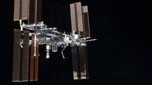 Mali komadić svemirskog otpada oštetio je robotsku ruku na Međunarodnoj svemirskoj postaji (ISS). Izvor: NASA/PA.