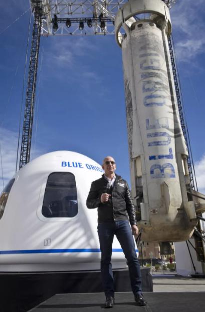 Osnivač Amazaon-a i Blue Origin-a, Jeff Bezos letjet će 20. srpnja 2021. prvim letom s posadom suborbitalnog vozila New Shepard. Izvor: Space.com