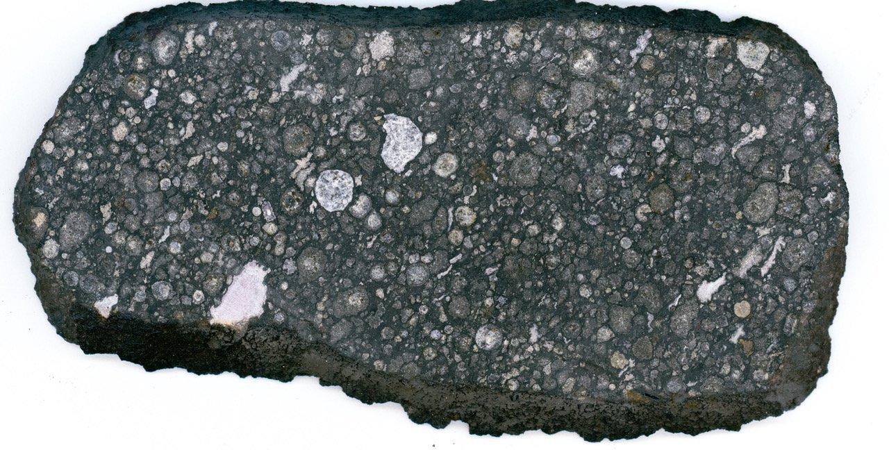 Meteorit Allende s nakupinama CAl-eva. Izvor: Kalifornijski institut za tehnologiju