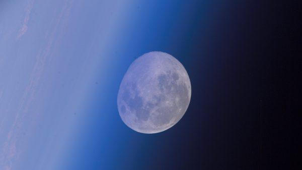 Puni Mjesec snimljen s Međunarodne svemirske stanice u listopadu 2017. Izvor: moon.nasa.gov.