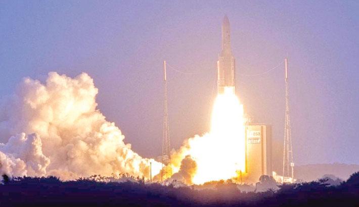 Prvi komercijalni reprogramirajući satelit, po imenu Eutelsat Quantum, poletio je prošli petak iz Francuske Gvajane na raketi Ariane 5. Izvor: daily-sun.com.