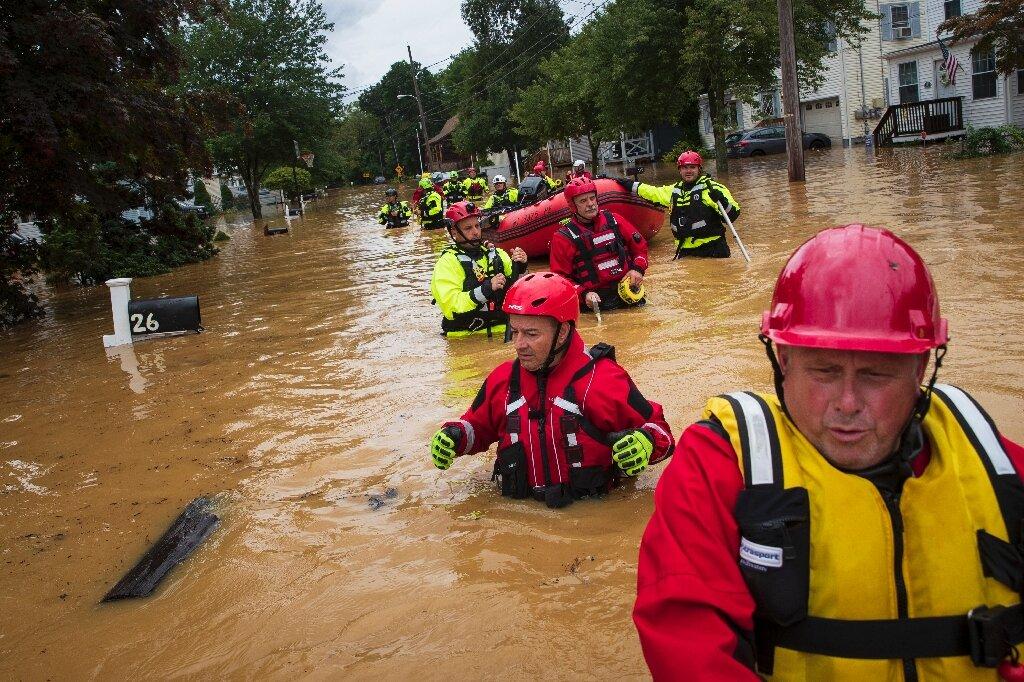 Dobrovoljni vatrogasci u akciji spašavanja u Helmetti. Izvor: phys.org.
