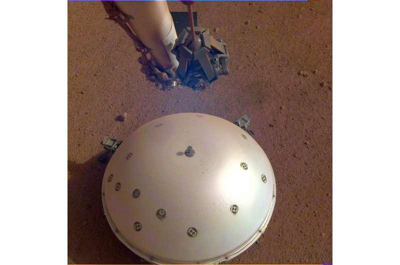 InSight-ov seizmograf. Izvor: NASA/JPL-Caltech.